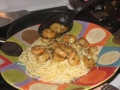 serving-shrimp-pasta